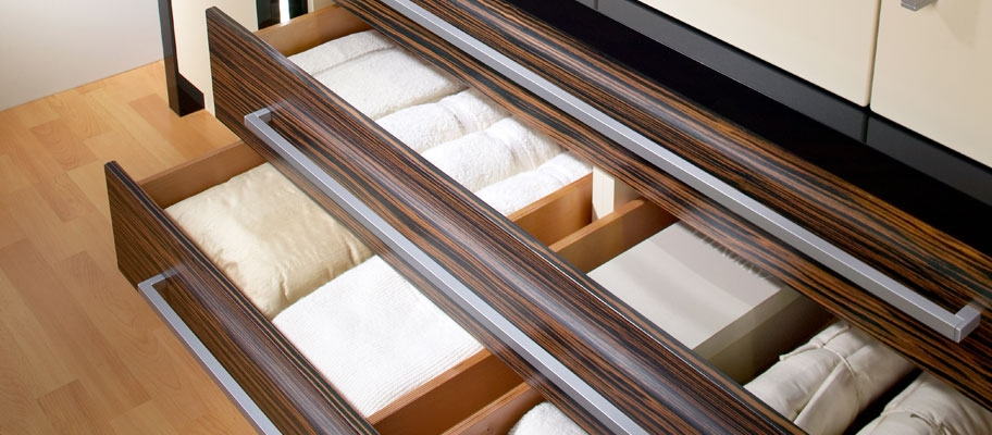 Table of Drawers with Bed Linen